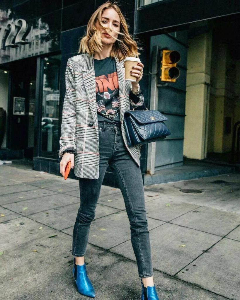 amazing street outfit with graphic T-shirt