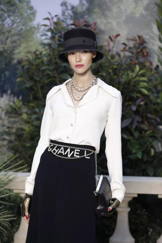 breath-taking Chanel waist chain to rock