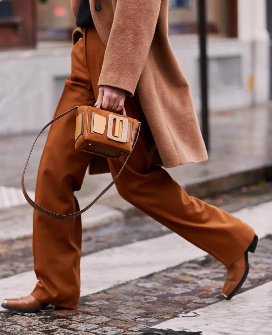 Trendy brown winter pants with amazing details