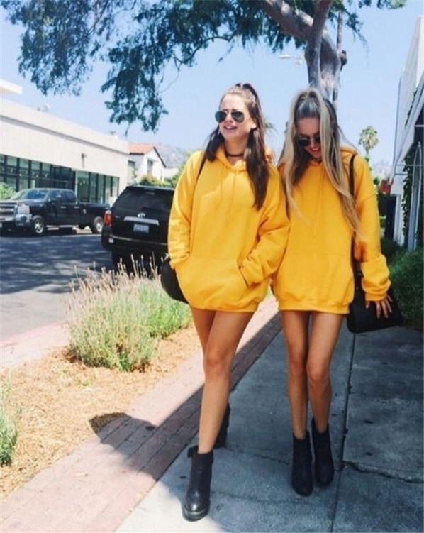 Trendy Yellow Outfits Ideas to Brighten up Your Day