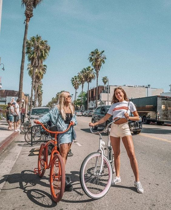 Sweet Summer Travel Photo Ideas with Best Friends
