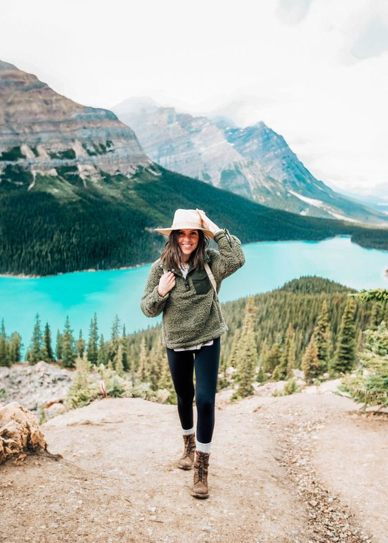 Awesome Women Hiking Outfits That Are in Style