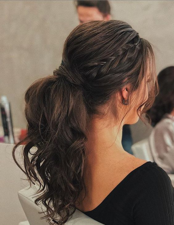 Easy and Elegant Messy Hairstyles Worth Trying